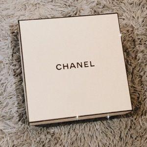 Large Chanel box 📦